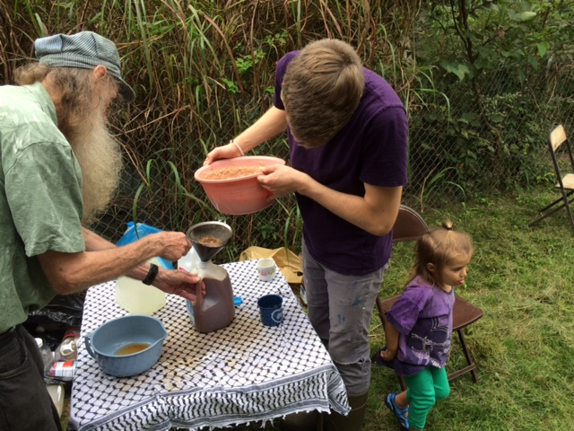 10-2-16-cider-pressing-with-ruths-19