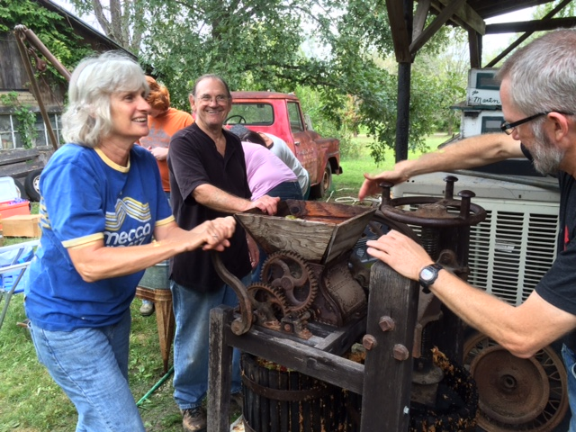 10-2-16-cider-pressing-with-ruths-20