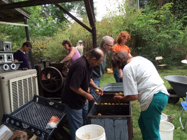 10-2-16-cider-pressing-with-ruths-6